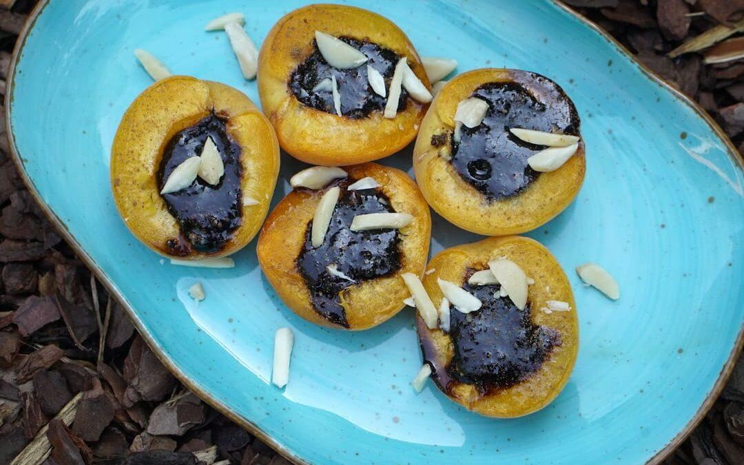 Zapiekane morele z miodem kakaowo-orzechowym