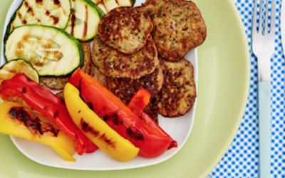 Piegowate placuszki z cieciorki z grillowanymi warzywami